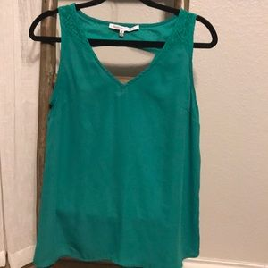 Beautiful v-neck lace cut out back sleeveless top
